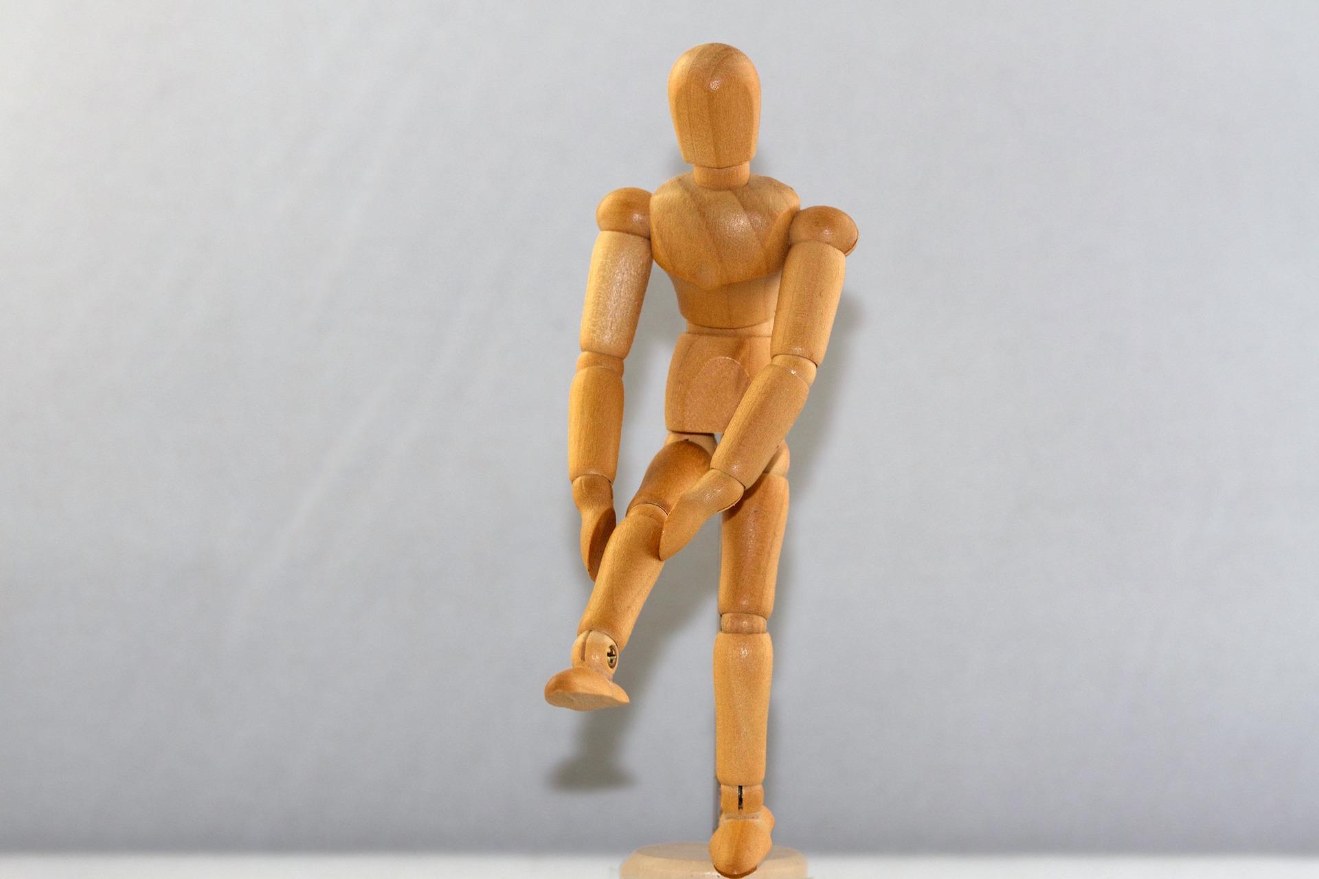 その膝の痛みの原因は「変形性膝関節症」かも…
