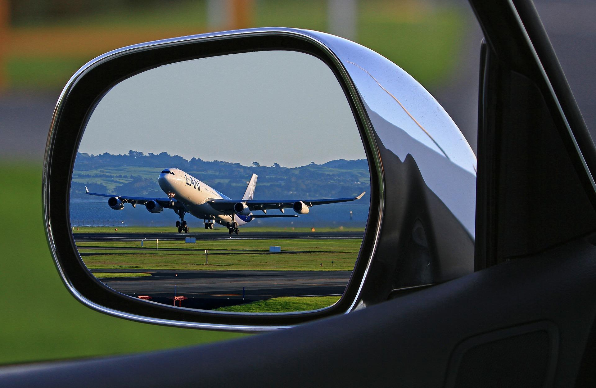 長距離運転や車中泊でエコノミークラス症候群に陥らないために